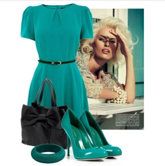 Комбинация бирюзового платья и таких же туфель недопустима