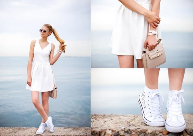 Легкое летнее платье в сочетании со светлыми кедами