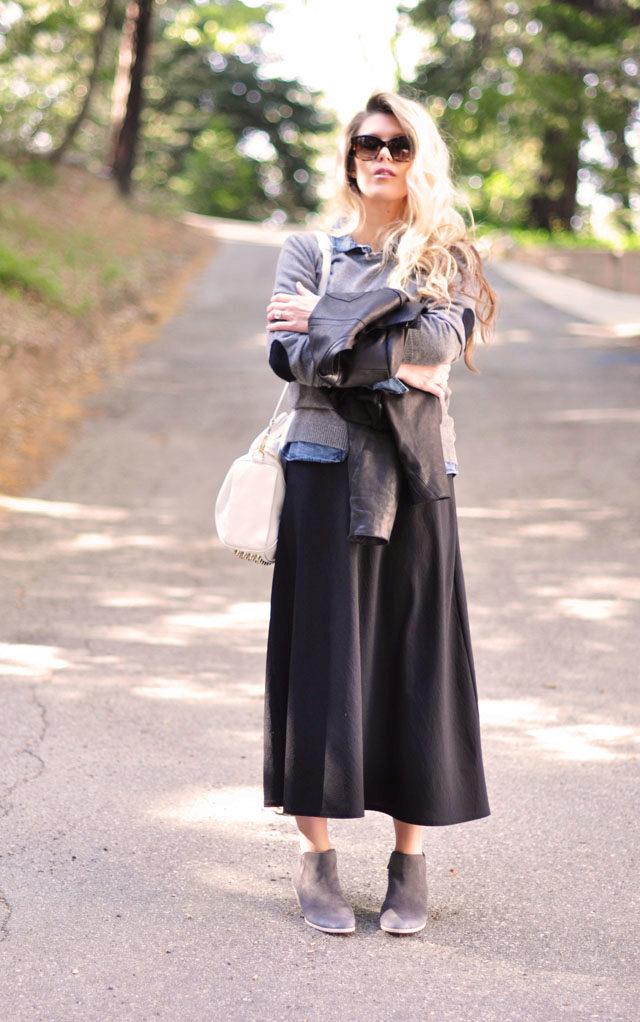 Хорошо сочетаются замшевые ботинки и трапециевидная юбка