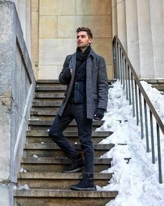 Замшевые ботинки помогут в создании делового стиля, сочетаясь с брюками и пальто