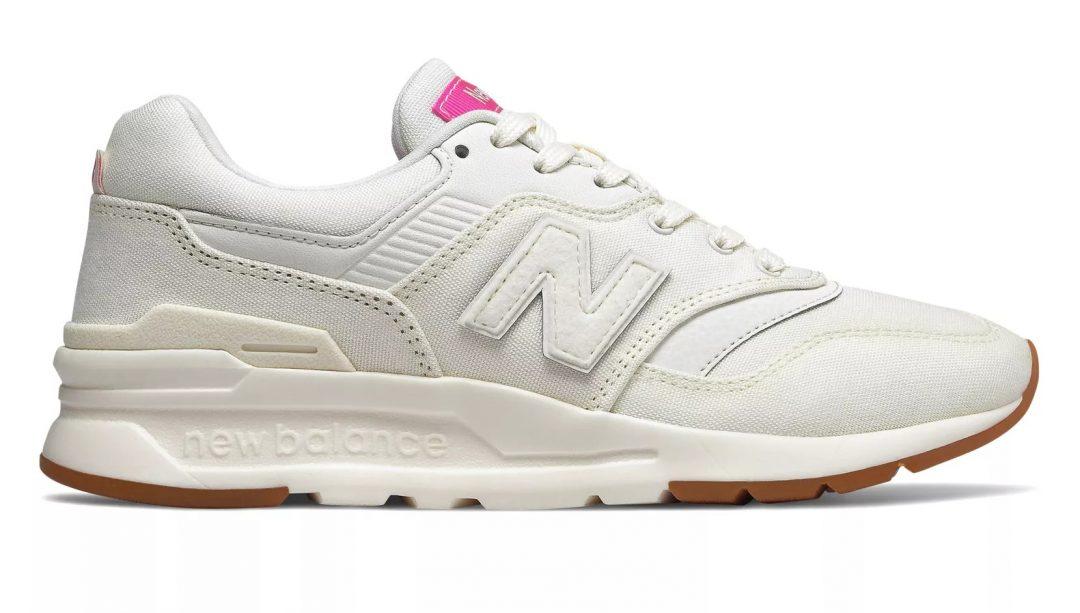 Белые кроссовки для занятия в спортзале от фирмы New Balance