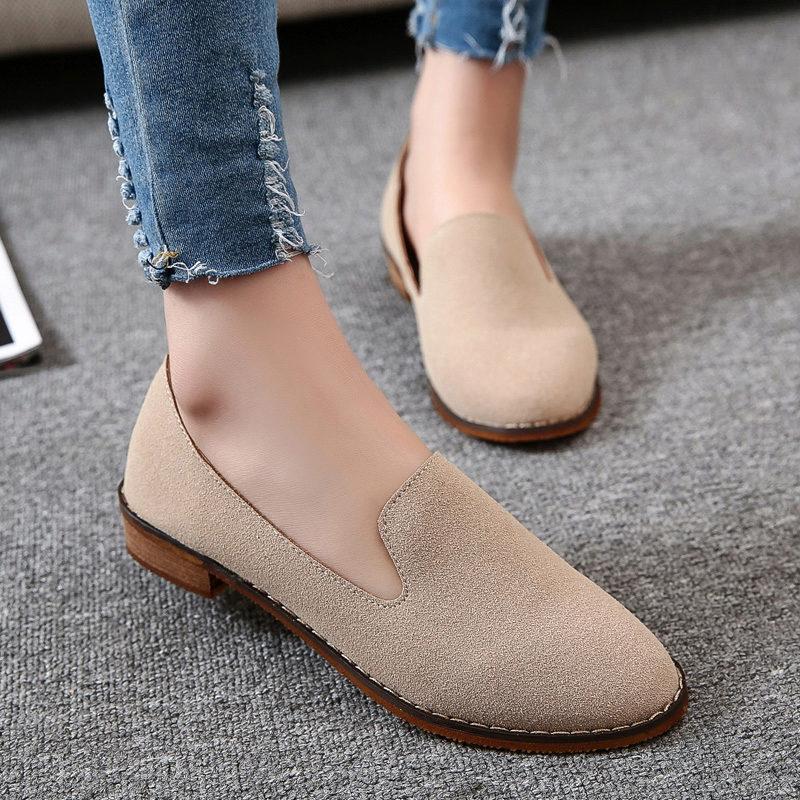 Высоким леди подойдет обувь без каблука