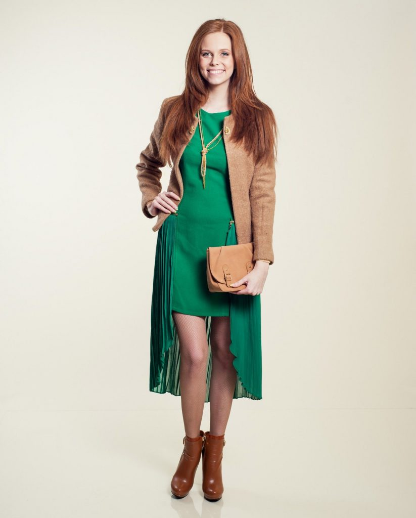 Зелено-коричневый ансамбль считается лучшим осенним сочетанием модницы.