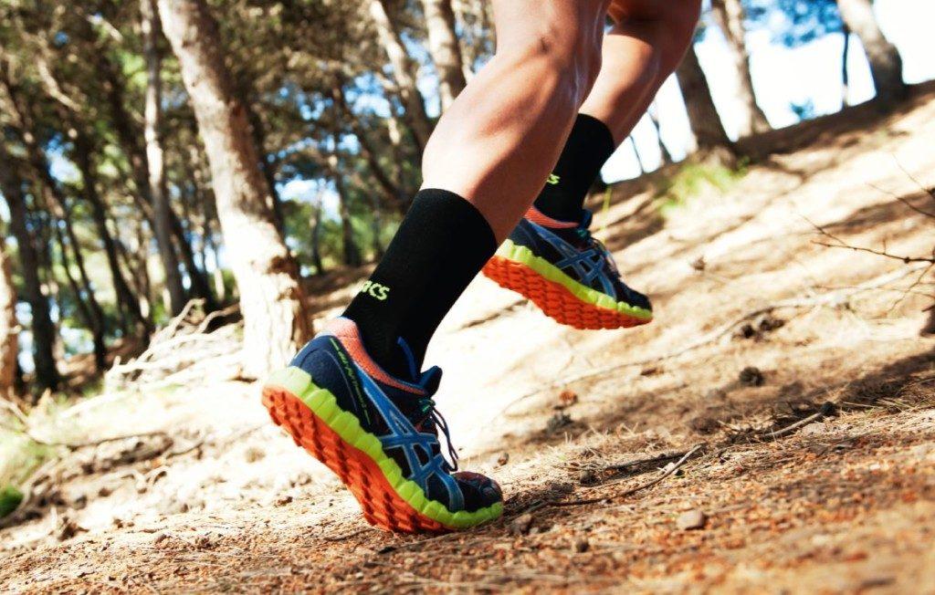 Чем сложнее рельеф для бега - тем выше протектор кроссовок.