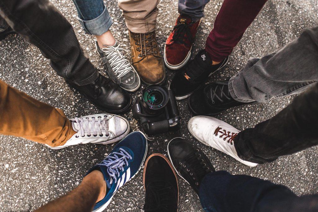 Прогулочные кроссовки - это, в первую очередь, удобная и практичная обувь, а во вторую – модная.