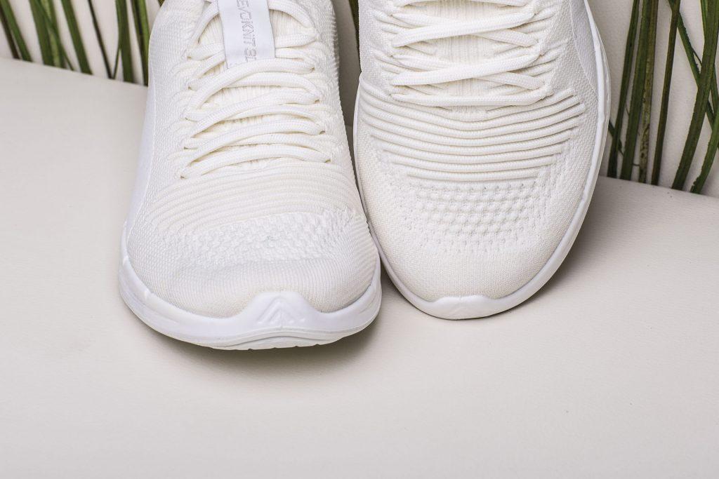 """Обувь """"total white"""" - одно из самых стильных решений в мужском гардеробе."""
