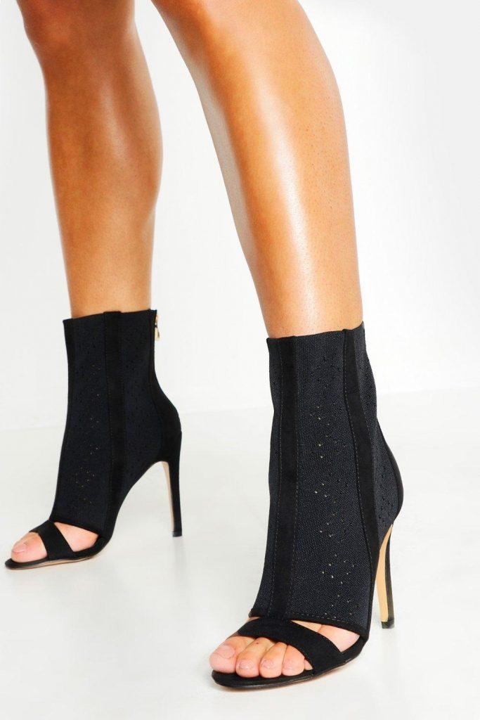 Летние короткие сапоги с открытым носком.