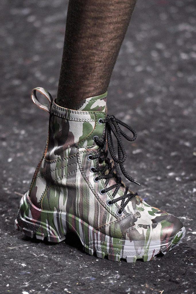 Грубые зимние ботинки.