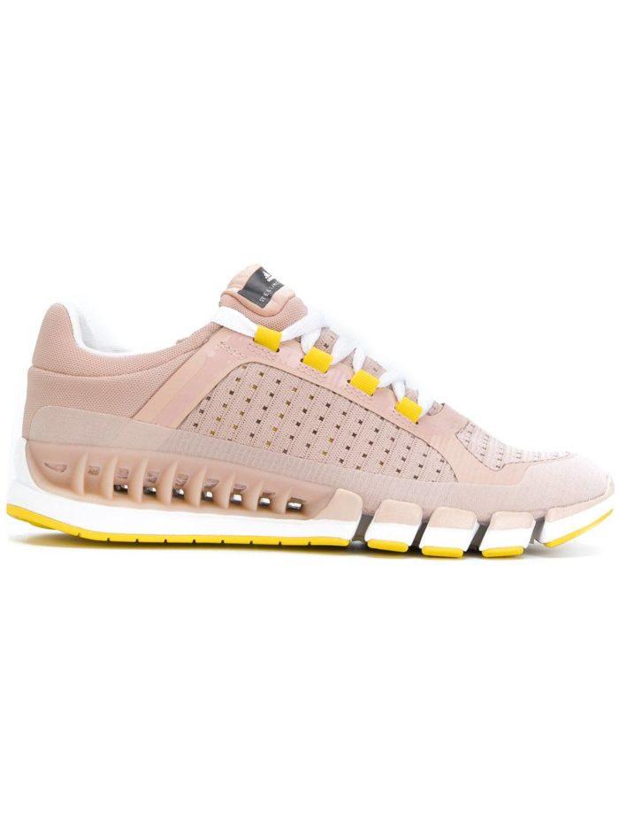 Стильные пудрово-розовые кроссовки.