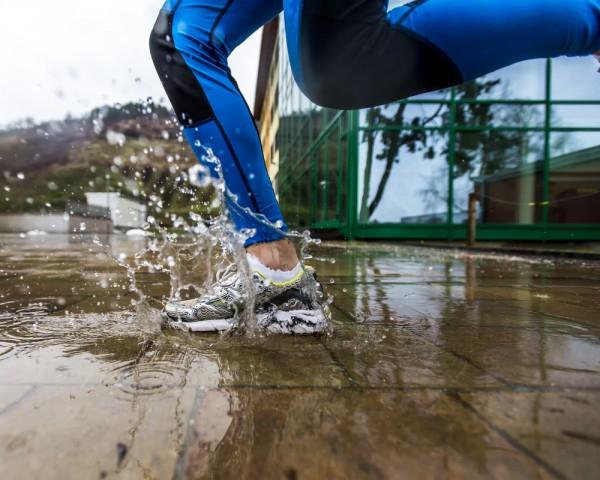 Идеальная обувь для уличных пробежек с влагозащитой.