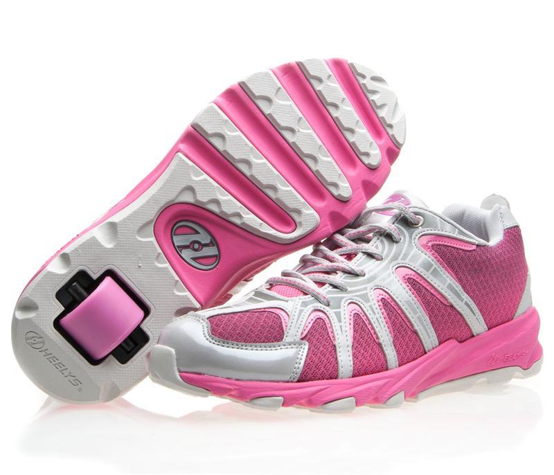 Кроссовки-ролики - мечта каждого подростка.