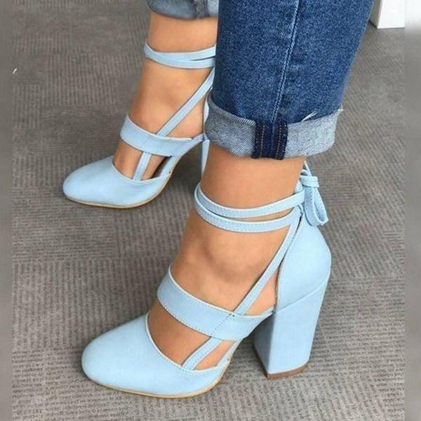 Не любите шпильки? Тогда голубые туфли с тонкими завязками и широким каблуком быстро приживутся в вашем гардеробе.