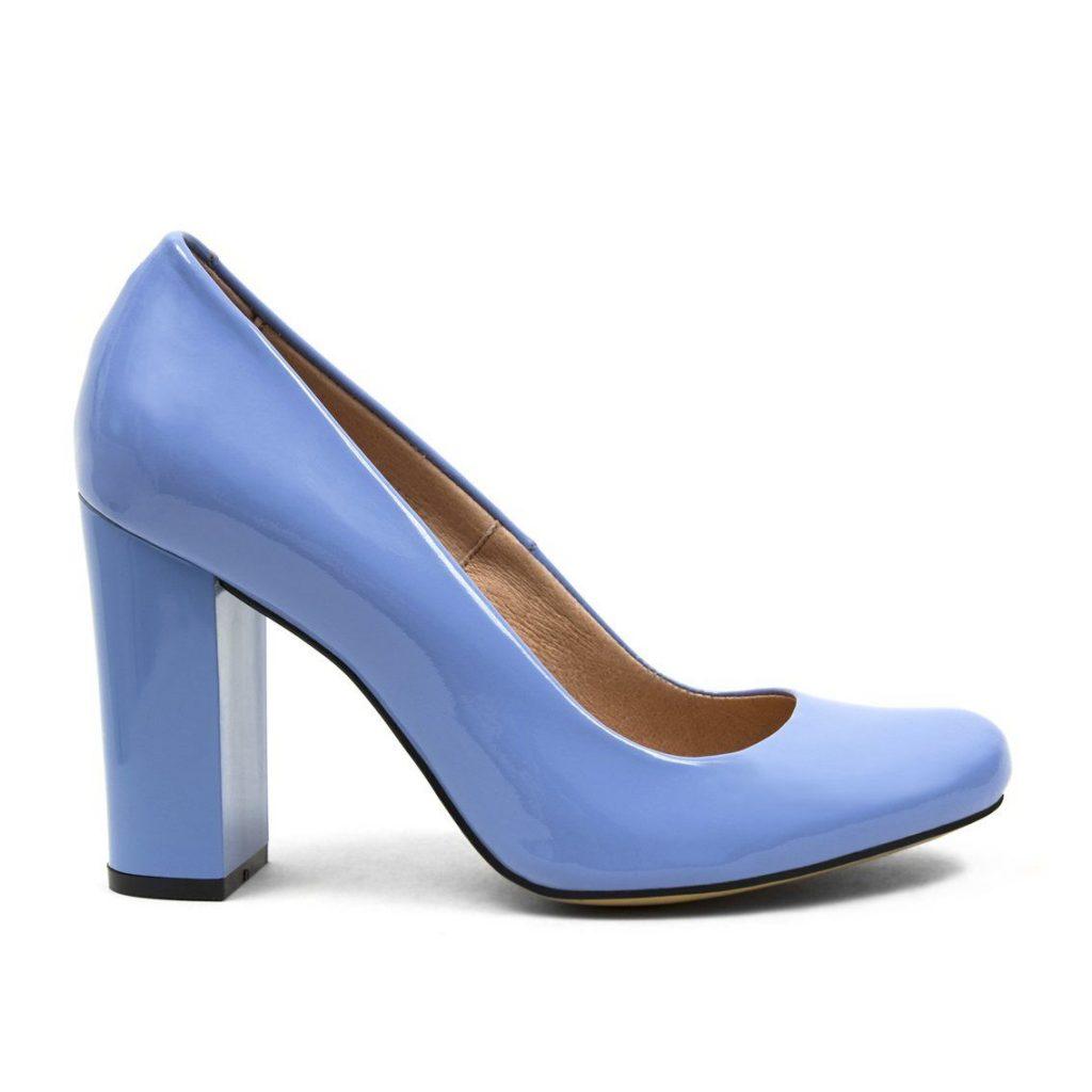 Классические туфли в голубом оттенке — воплощение весеннего настроения.