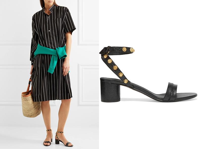Босоножки с открытыми боками, платьем-рубашкой и соломенной сумкой — это и отпускной, и повседневный образ casual.