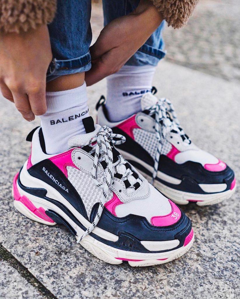 Модные эффектные кроссовки сделают образы неповторимыми
