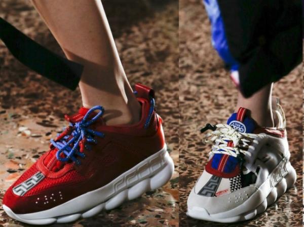 Яркие кроссовки с контрастными элементами.