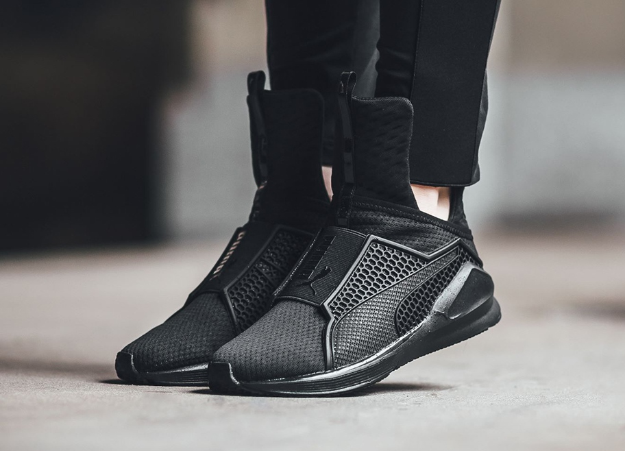 Эффектные высокие кроссовки от мирового бренда спортивной обуви.