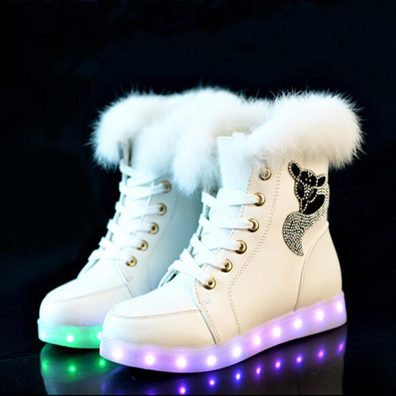 Эффектные зимние кроссовки с подсветкой.