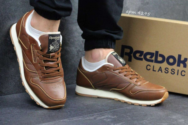 Стильные коричневые мужские кроссовки.