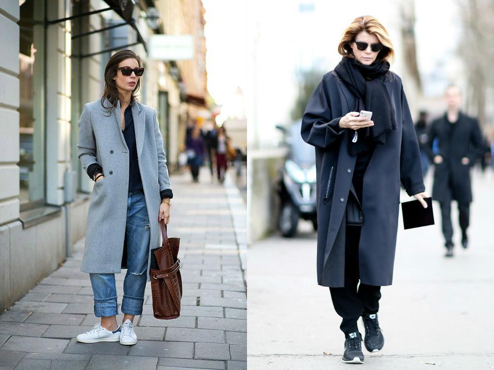 Серо-голубое пальто будет отлично смотреться с белыми или серо-синими кроссовками.