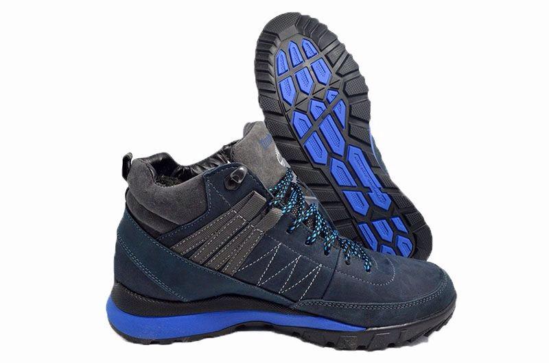 Антискользящая подошва кроссовок – основа зимней безопасности.