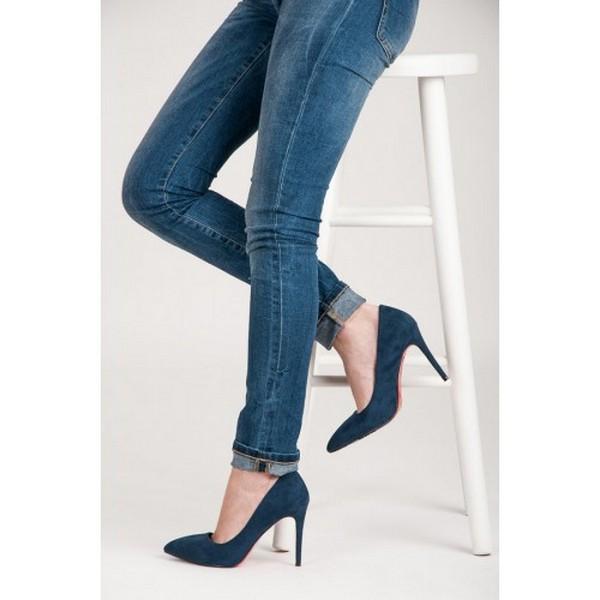 Замшевые туфли-лодочки на шпильке – прекрасное дополнение к образу в стиле кэжуал