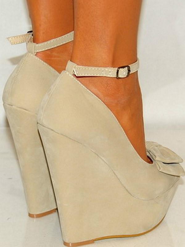 Туфли из замши бывают с разным каблуком