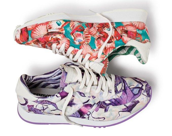 Кроссовки с цветочным принтом сделают весну еще ярче.