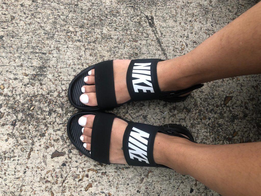Компания Найк позиционирует себя, как спортивный бренд, а потому предлагает не только стильную, но и комфортную в носке обувь