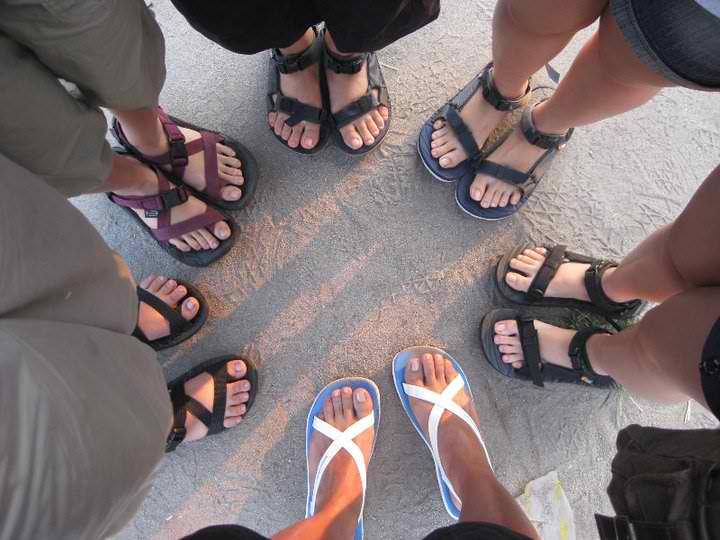Оденьте перед покупкой пару сандалий и удостоверьтесь, что они удобны и комфортны в носке