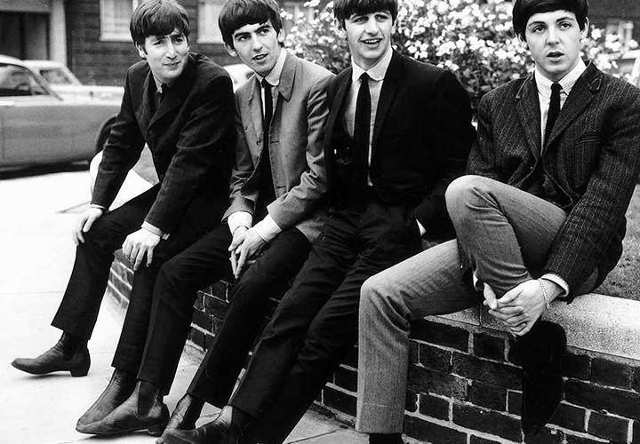 Лондонские денди в ботинках челси.