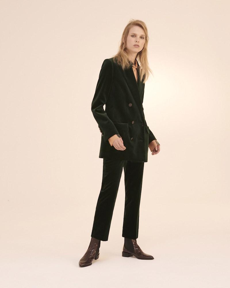 Челси в деловом женском образе смотрятся великолепно.