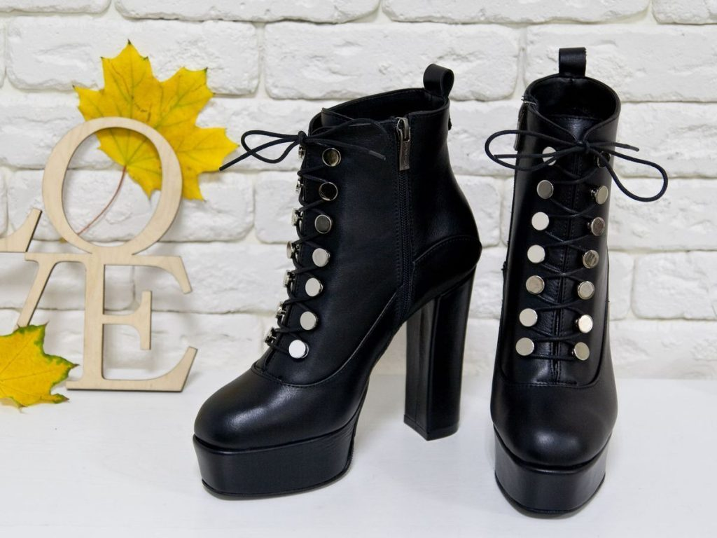 Ботинки на шнуровке - это изящность и женственность, дополнения удобством.