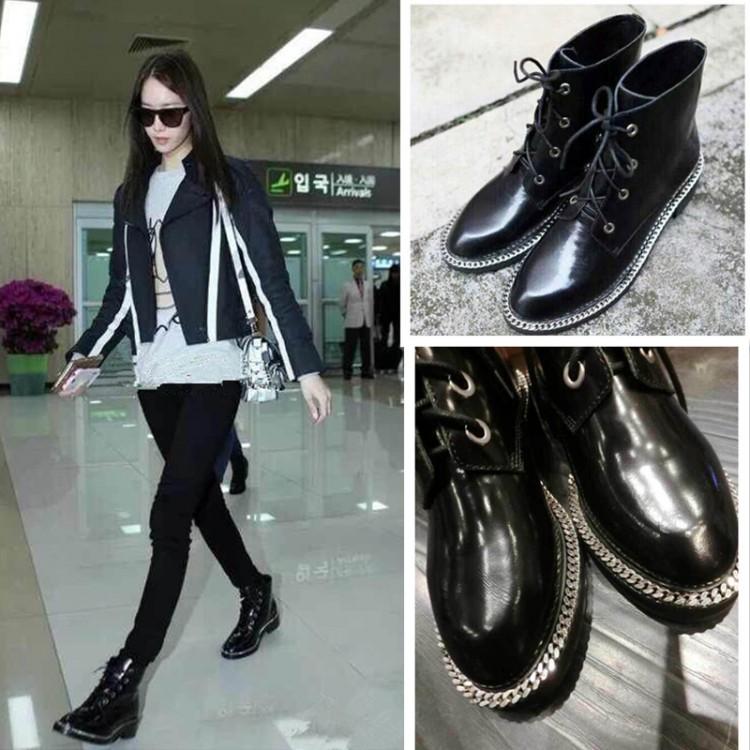 Привлекательные лаковые ботинки с модным приглушенным блеском.