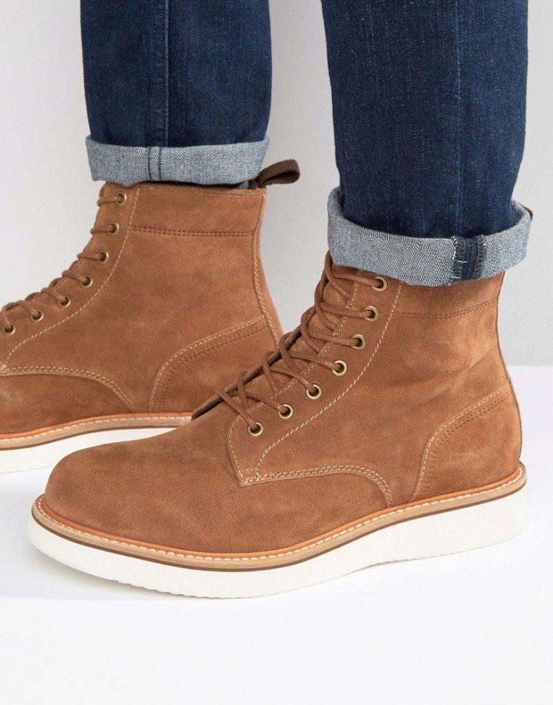 Модный тренд сезона - нубуковые ботинки на шнуровке для повседневных луков.