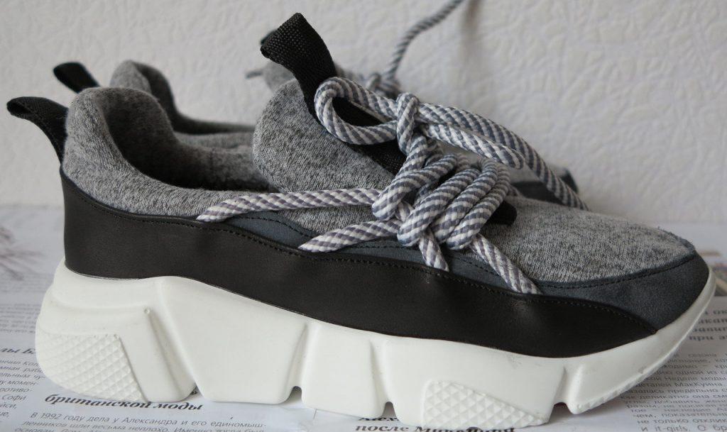 Модная идея сезона - текстильные кроссовки.