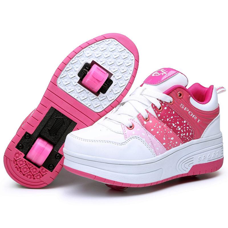 Кроссовки-ролики - модная идея для подростков и веселых, стильных девушек.