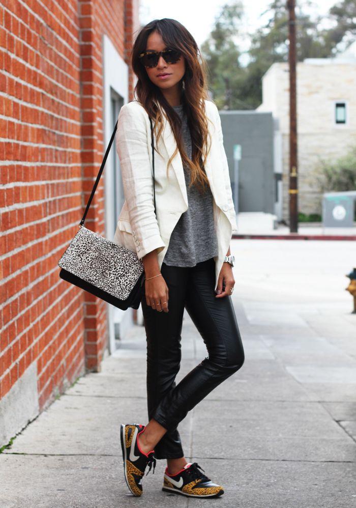 Кроссовки на плоской подошве - модная находка сезона для стильного комфорта.