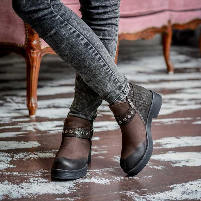 В тренде коричневые ботинки с гармоничной комбинацией кожи и нубука.