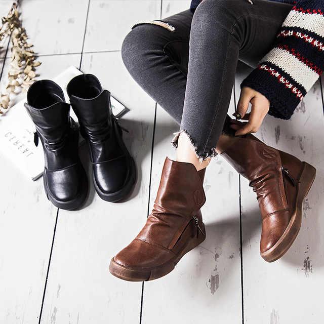 Коричневые ботинки из эко-кожи - отличная альтернатива более дорогой коже.