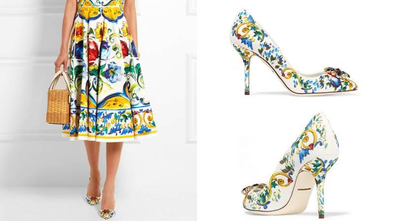 Цветочный принт туфель в тон платью смотрится очень стильно.