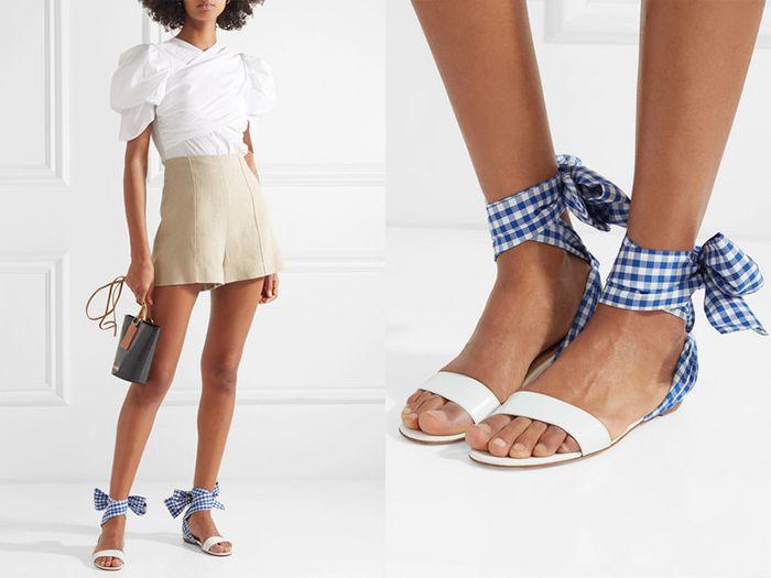 Босоножки с бантиками и короткие шорты - прекрасное летнее сочетание.