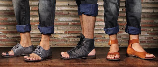 Необычные модели мужских сандалий для ярких луков.