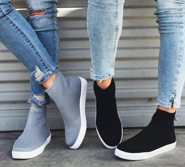 Модные кроссовки-носки для уличных образов.