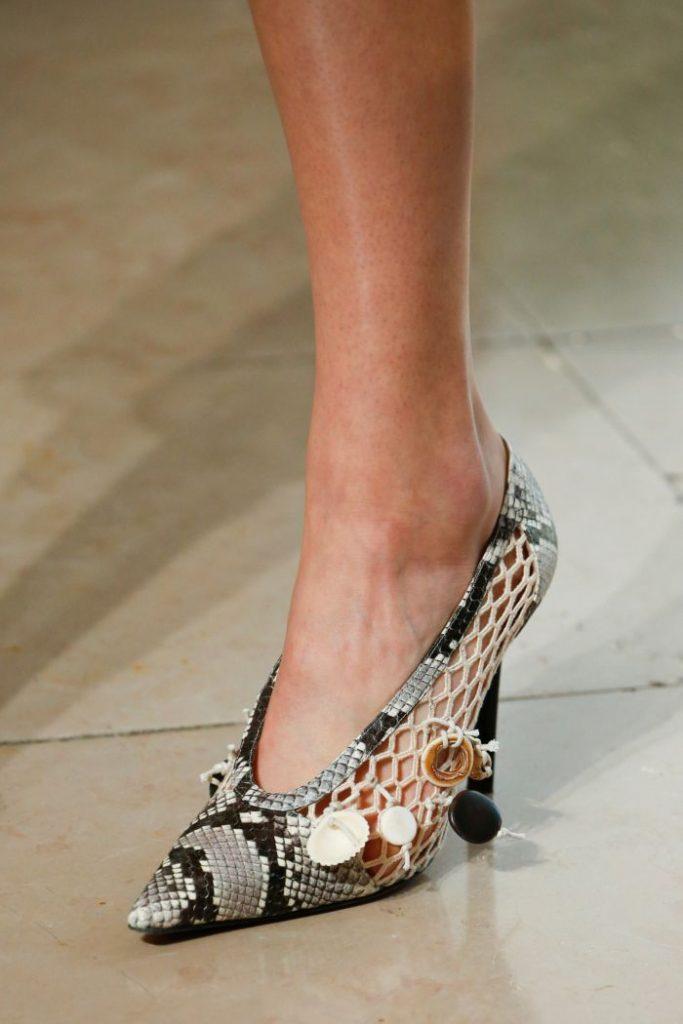 Элементы плетения в дизайне туфель - модная новинка сезона.