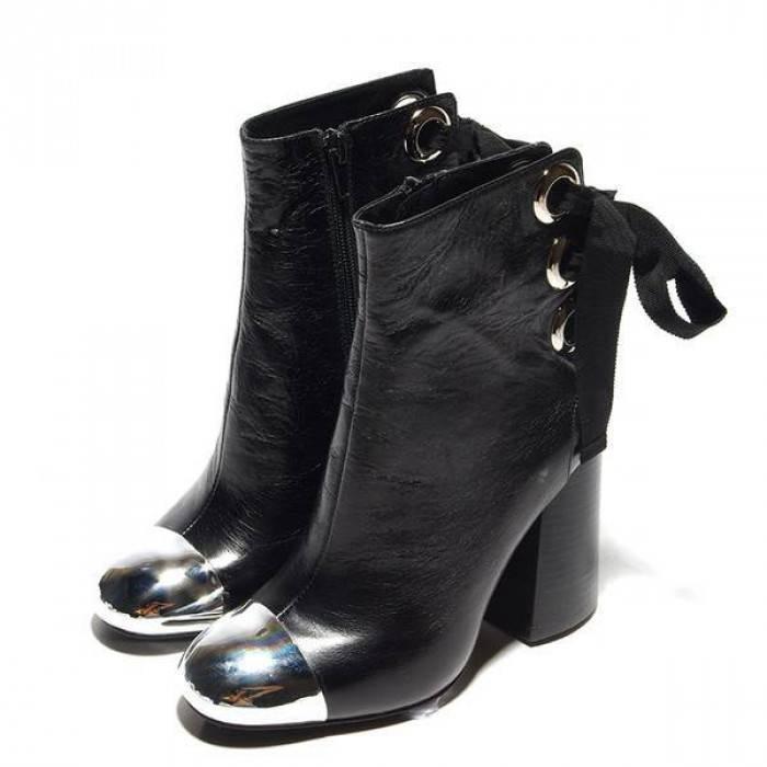 Ботинки с металлическим носком - модная фишка сезона.