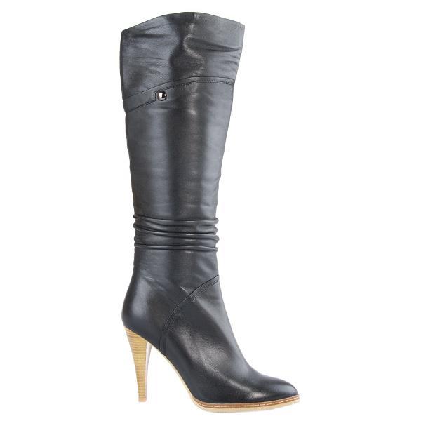 Обувь этой фирмы отличается качеством натуральных материалов и соответствующей ценой