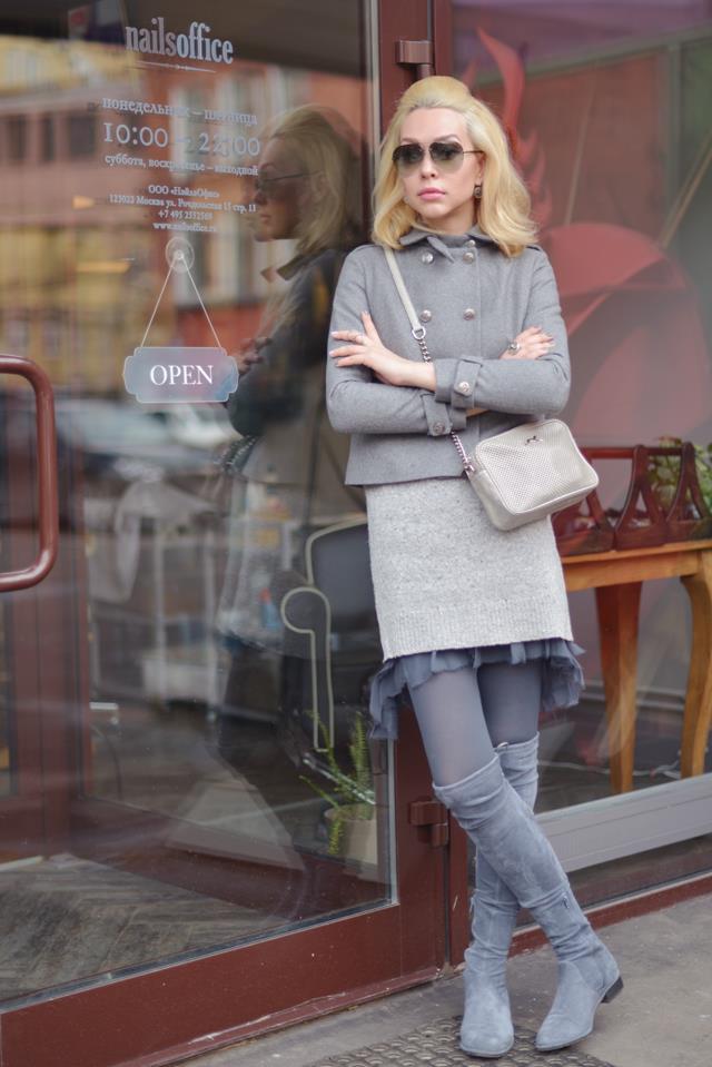 Высокие чулки подчеркивают стройность женских ножек и отлично сочетаются с короткими платьями и юбками