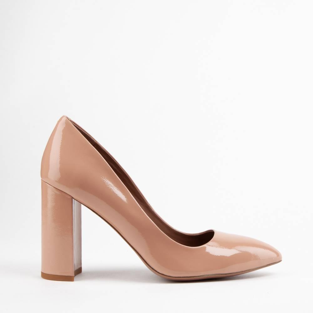 Лодочки тоже выпускаются с широкими каблуками для удобства носки