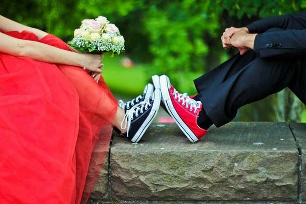 Красное свадебное платье и кроссовки - смелый, но яркий эксперимент.